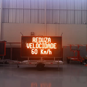 Painel Móvel de Mensagens Variadas para Rodovias e Áreas Urbanas